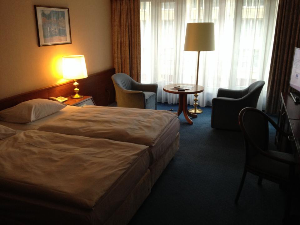 14_hotel4_Dienstag_Kuschel-Doppelbett.JPG