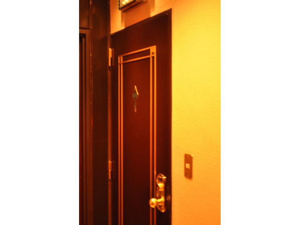 32_Lovehotel_Tuer.jpg