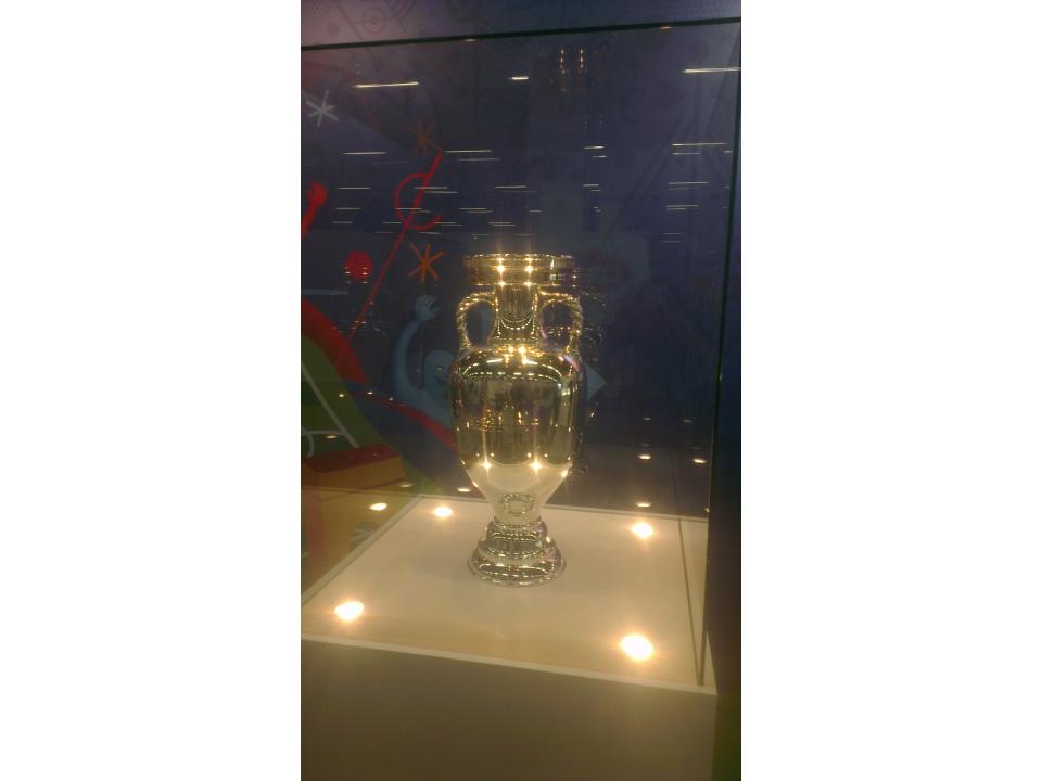 33_UEFA_CL_Pokal.jpg