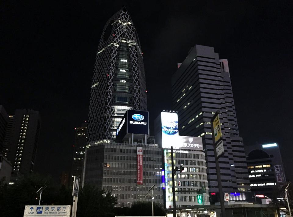 85_ModeGakuenCocoonTower_und_L-Building.jpg